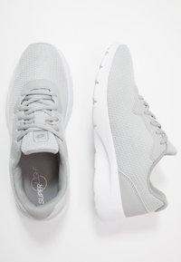 Lotto - MEGALIGHT V - Sportovní boty - vapor grey/silver metal - 1