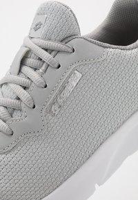 Lotto - MEGALIGHT V - Sportovní boty - vapor grey/silver metal - 5
