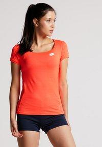 Lotto - TENNIS TECH TEE  - T-shirt basique - fiery coral - 0