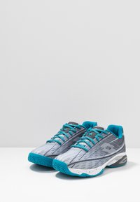 Lotto - MIRAGE 300 CLY - Chaussures de tennis pour terre-battueerre battue - silver metal/all white/mosaic blue - 2