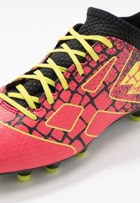 Lotto - MAESTRO 700 II FG - Chaussures de foot à crampons - calypso pink/acacia green/all black - 5