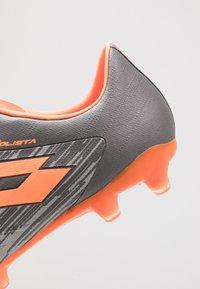 Lotto - SOLISTA 700 III FG - Chaussures de foot à crampons - cool gray/orange fluo/gravity titan - 5