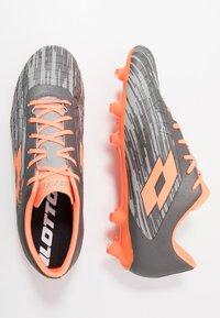 Lotto - SOLISTA 700 III FG - Chaussures de foot à crampons - cool gray/orange fluo/gravity titan - 1