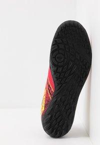 Lotto - MAESTRO 700 II TF - Chaussures de foot multicrampons - calypso pink/acacia green/all black - 4