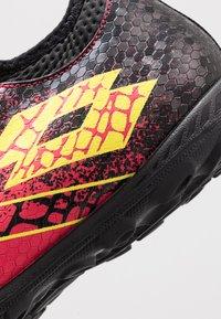 Lotto - MAESTRO 700 II TF - Chaussures de foot multicrampons - calypso pink/acacia green/all black - 5