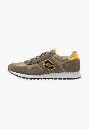 RUNNER PLUS - Chaussures de running neutres - olive gray/all black/dark olive