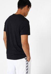 Lotto - SMART TEE - T-shirt imprimé - all black - 2