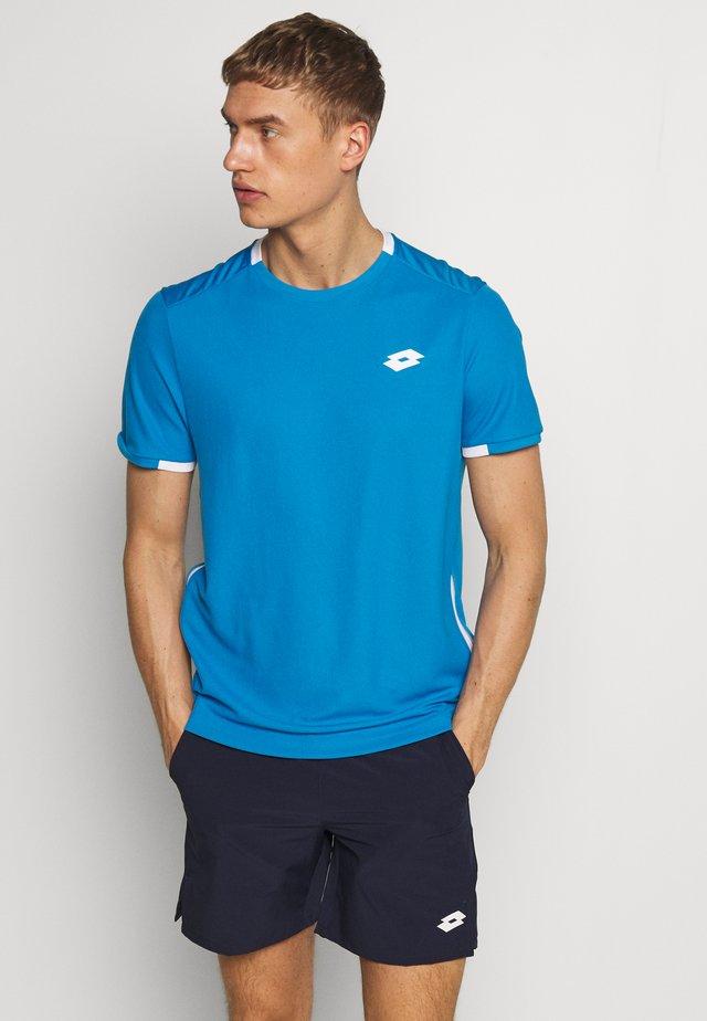 SQUADRA TEE  - T-shirt print - diva blue