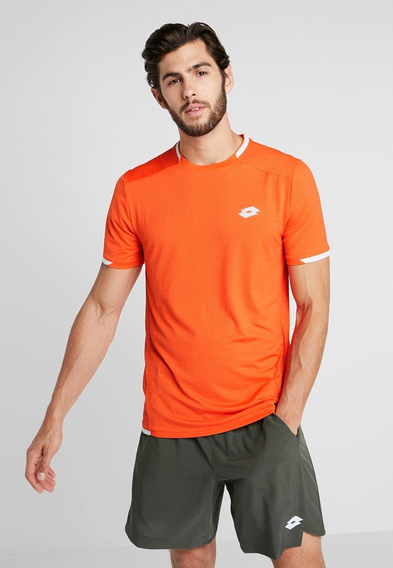 Lotto - TENNIS TECH TEE - Camiseta estampada - red orange