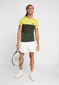Lotto - TENNIS TECH TEE - T-shirt imprimé - apple green/green resin - 1