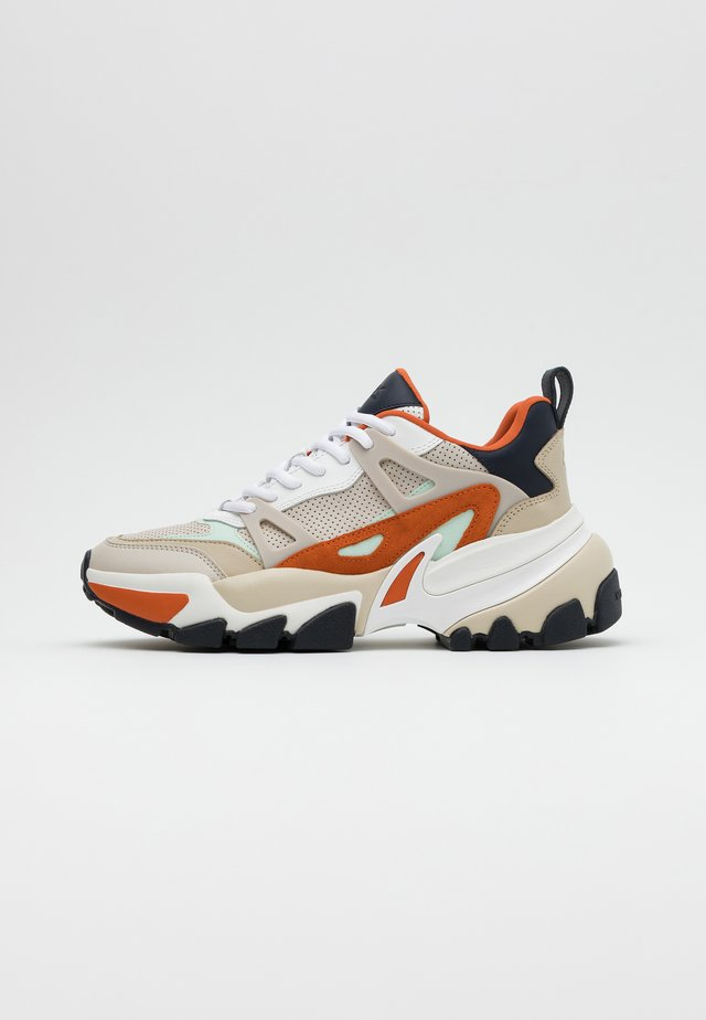 NICK - Sneaker low - tangerine