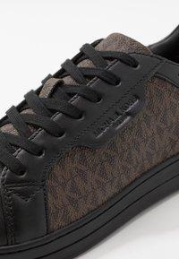 Michael Kors - KEATING - Sneakers basse - black - 5