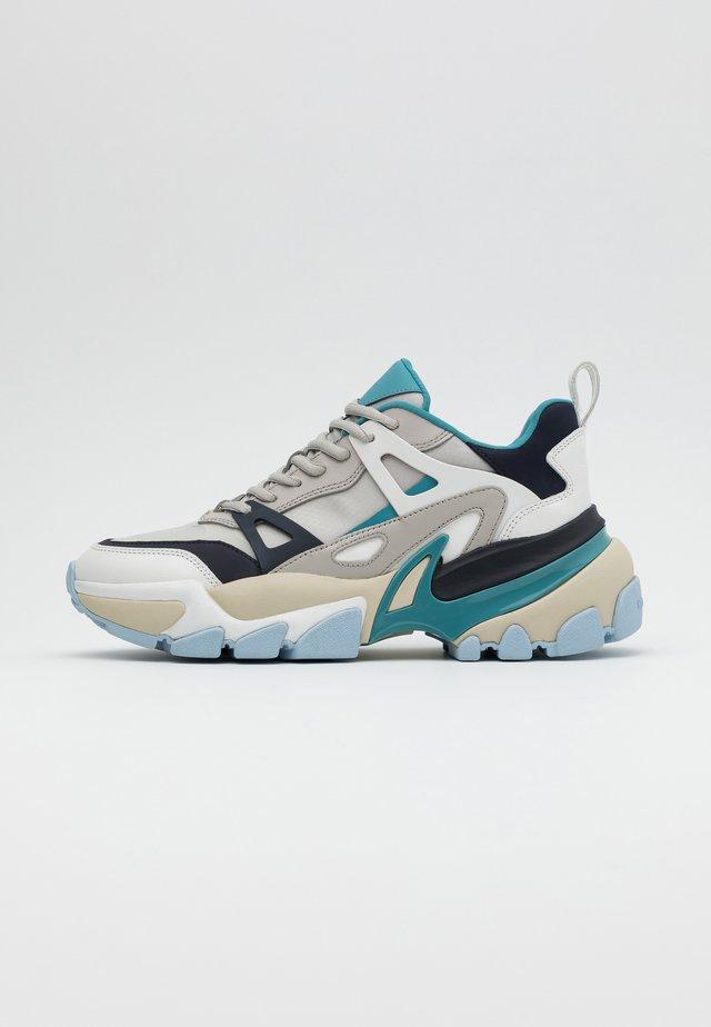 NICK - Sneakers laag - aluminum