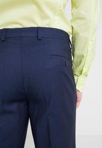 Michael Kors - SLIM FIT SOLID SUIT - Oblek - blue - 8