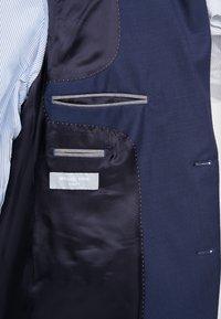 Michael Kors - SLIM FIT SOLID SUIT - Oblek - blue - 10