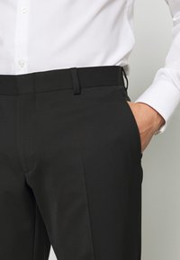 Michael Kors - SLIM FIT SUIT - Costume - black - 9