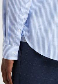 Michael Kors - PARMA SLIM FIT  - Formal shirt - light blue - 5
