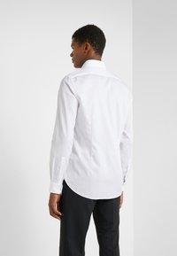 Michael Kors - PARMA SLIM FIT SOLID - Camicia elegante - white - 2