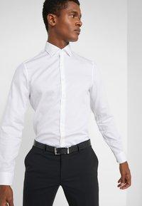 Michael Kors - PARMA SLIM FIT SOLID - Camicia elegante - white - 3