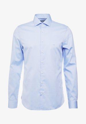 PARMA SLIM FIT SOLID - Camisa elegante - light blue