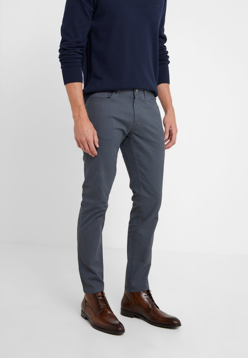 Michael Kors - POCKET PANT - Pantalon classique - smoke