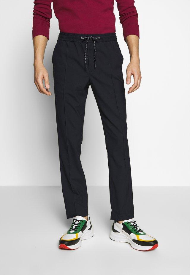 HYBRID PINTUCK PANT - Trousers - dark midnight