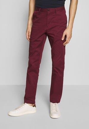 SKINNY - Chino kalhoty - cassis