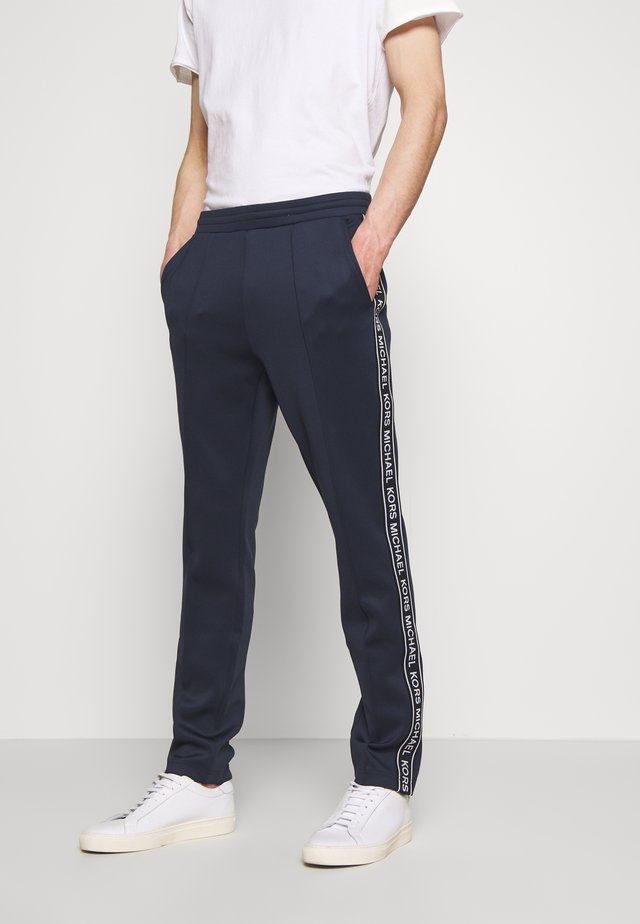 STREET LOGO PANTS - Trainingsbroek - dark blue