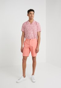 Michael Kors - STRETCH  - Shorts - sea coral - 1