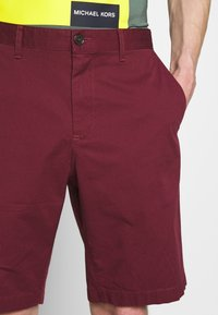 Michael Kors - WASHED - Shorts - cassis - 5