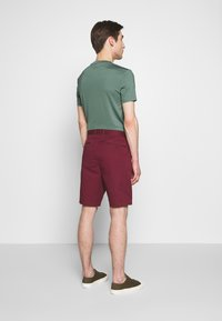Michael Kors - WASHED - Shorts - cassis - 2