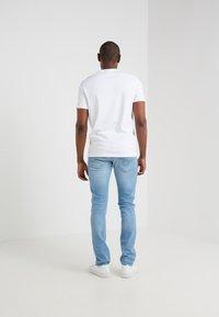 Michael Kors - SLEEK CREW NECK  - T-shirt basic - white - 2
