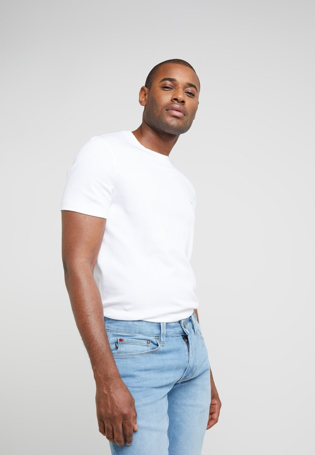 SLEEK CREW NECK  - Basic T-shirt - white