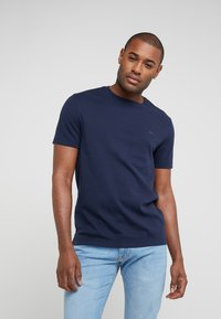 Michael Kors - SLEEK CREW NECK  - Basic T-shirt - midnight - 0