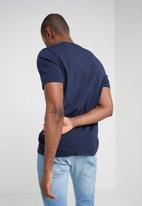 Michael Kors - SLEEK CREW NECK  - T-shirt basic - midnight - 3