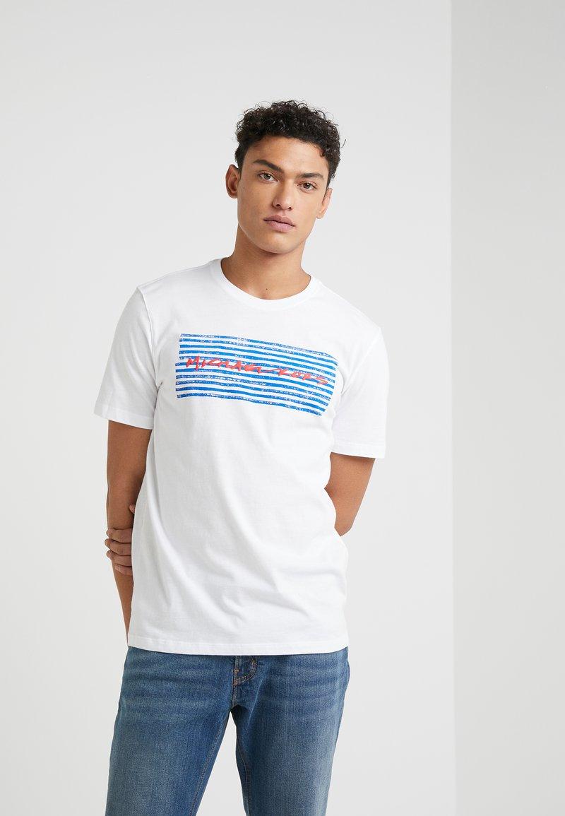 Michael Kors - CREW NECK MARKER LOGO GRAPHIC - T-shirt med print - white