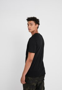 Michael Kors - Camiseta estampada - black - 2