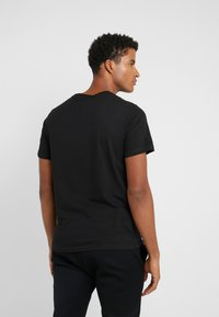 Michael Kors - GEL GRAPHIC TEE - Camiseta estampada - black - 2