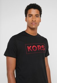 Michael Kors - GEL GRAPHIC TEE - Camiseta estampada - black - 4
