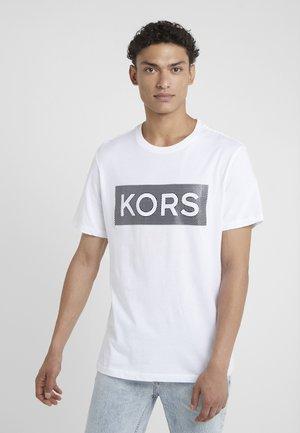 TEXTURE BOX TEE - T-shirt med print - white