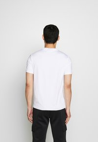 Michael Kors - KORS X TECH LOGO TEE - T-shirt con stampa - white - 2
