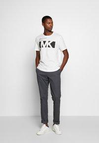 Michael Kors - CITY TEE - T-shirt con stampa - white - 1