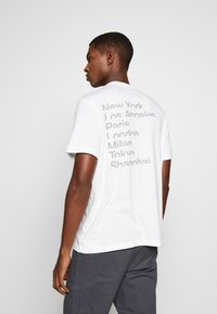 Michael Kors - CITY TEE - T-shirt con stampa - white - 2