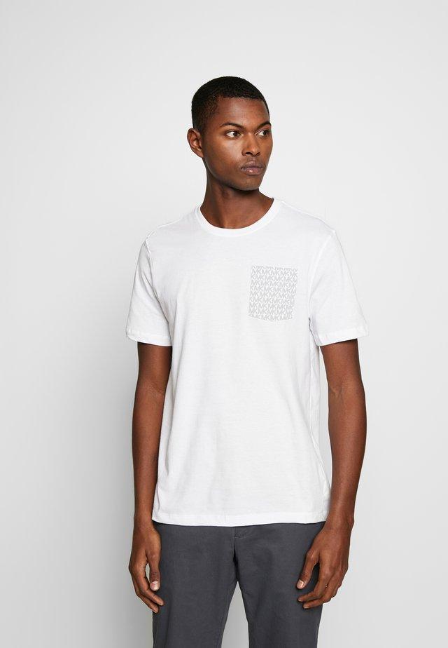 POCKET TEE - T-shirt med print - white