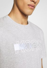 Michael Kors - REFLECTIVE SLASH TEE - T-shirts med print - heather grey - 6