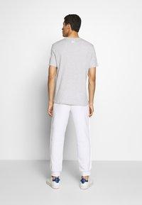 Michael Kors - REFLECTIVE SLASH TEE - T-shirts med print - heather grey - 2