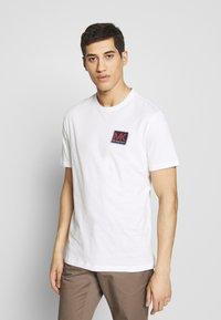 Michael Kors - PATCH LOGO TEE - Camiseta estampada - white - 0