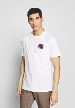 PATCH LOGO TEE - T-shirt imprimé - white