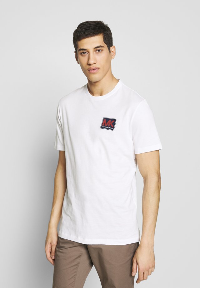 PATCH LOGO TEE - Camiseta estampada - white