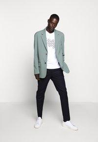 Michael Kors - SHADOW LOGO TEE - T-shirt con stampa - white - 1